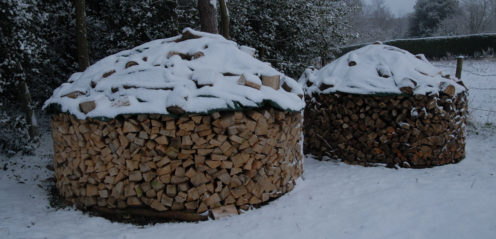 Log piles at home - the Swedish way